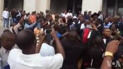 Sortie du palais de Justice de Antoine-Gabriel Kyungu wa Kumwanza (video)