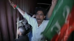 Pakistani Protesters Demand PM's Resignation