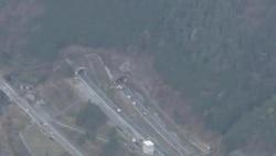日本隧道坍塌至少三人死