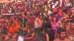 دوسہرہ کے موقع پر گنگا کے کناروں پر ہزاروں افراد جمع