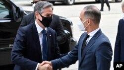 Nemački ministar spoljnih poslova Hajko Mas i državni sekretar SAD Entoni Blinken u Berlinu (Foto: AP/John MacDougall/Pool)