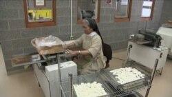 修女为教宗弥撒烘制十万祭饼