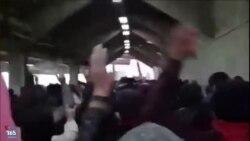 شعار طرفداران تراکتورسازی تبریز: زندانی سیاسی آزاد باید گردد