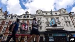8月1日,倫敦西部的劇場因新型冠狀病毒疫情繼續關閉。