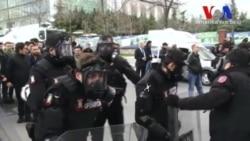 Polisten Zaman Gazetesi Önünde Gazlı Müdahale