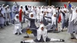 Nữ sinh Hồi giáo biểu diễn tài nghệ Việt Võ Đạo