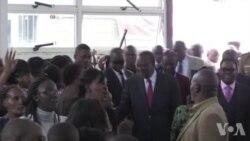 Le président Kenyatta va à l'église avant les élections (vidéo)