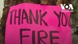 Мешканці Південної Каліфорнії встановлюють вздовж вулиць таблички зі словами подяки пожежникам. Відео