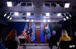 美国国防部长奥斯汀和参联会主席米利将军在五角大楼的记者会上谈美国从阿富汗撤军。(2021年9月1日)