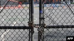 Porta e kyçur e Shkollës Publike 39 në Brooklyn, Nju Jork