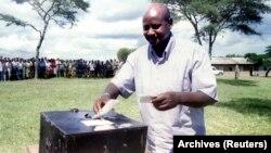 Mutungamiri wenyika yeUganda, vaYoweri Museveni vanonzi vari kutungamira nezvikamu zvakawanda zvemavhoti averengwa, vachiteverwa naVaRobert Kyagulanyi, vanozivikanwa nekuti Bobi Wine.