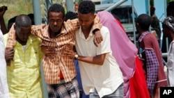 در حملهٔ انتحاری موگادیشو، پایتخت سومالیا، ۱۱ نفر به شمول غیرنظامی کشته شدند و شماری هم زخمی شدند