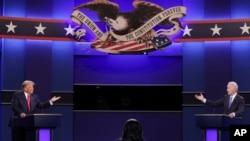 미국 대선 공화당 후보인 도널드 트럼프 미국 대통령과 민주당 후보인 조 바이든 전 부통령이 22일 테네시주 내슈빌 벨몬트대학에서 최종 TV토론을 했다.