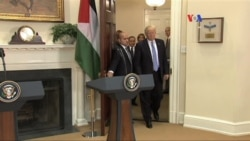 Trump estrecha la mano del líder palestino