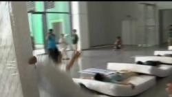 2012-07-15 美國之音視頻新聞: 中國刷新床墊人肉骨牌世界紀錄