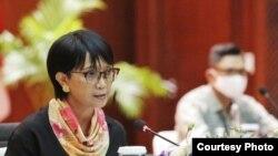 Menteri Luar Negeri Indonesia, Retno Marsudi dalam konferensi pers virtual dari kantor Kemenlu RI di Jakarta. (Foto: dok).