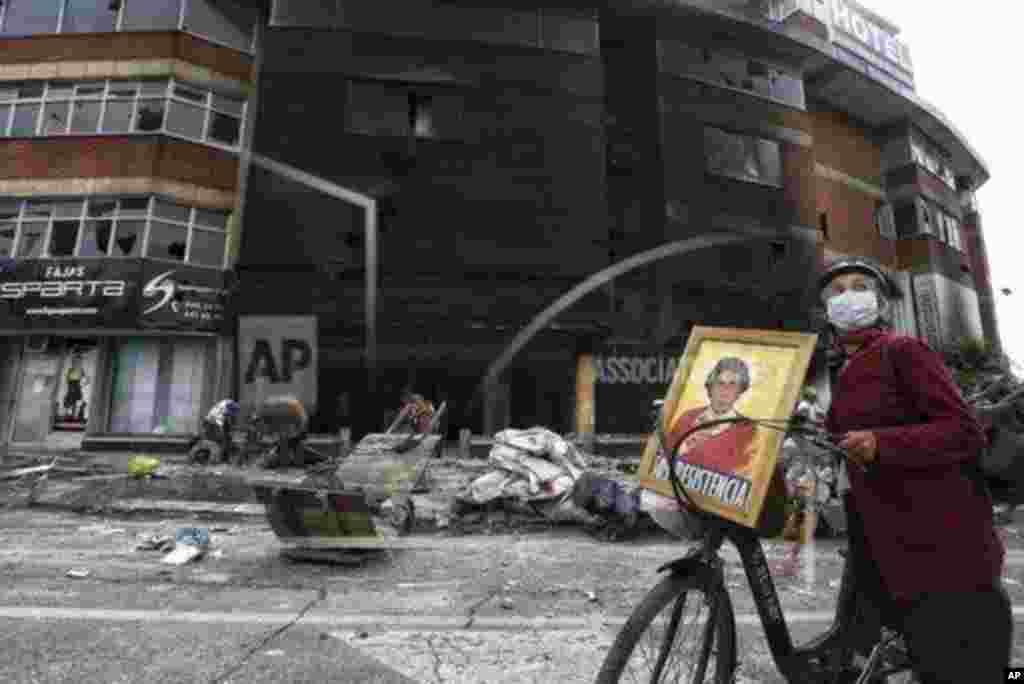 콜롬비아 정부의 세제 개편안에 반대하는 시민들의 시위가 격화되면서 최소 17명이 사망했다.