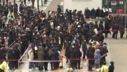 南韓人在全國各地排長龍購買口罩
