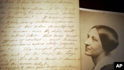 美國卡佩爾斯手稿圖書館展出的婦女投票權運動主要領袖蘇珊·安東尼照片和她1898年的手寫稿(2005年1月10日資料照片)