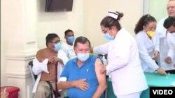 Primer nicaragüense vacunado contra COVID 19 el martes 2 de marzo de 2021. Foto captura de pantalla.