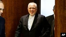 Menteri Luar Negeri Iran Mohammad Javad Zarif tiba untuk menghadiri pertemuan dengan Sekretaris Jenderal PBB Antonio Guterres di markas PBB, 18 Juli 2019. (Foto: AP Photo/Frank Franklin II)