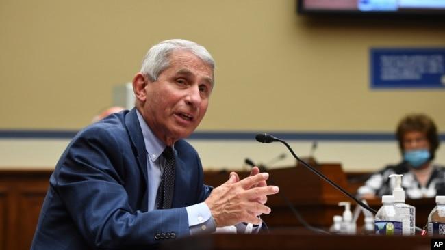 Bác sĩ Anthony Fauci, giám đốc Trung tâm chống bệnh nhiễm trùng Hoa Kỳ, tại cuộc điều trần trước Hạ Viện Hoa Kỳ về cuộc khủng hoảng Covid-19 ngày 31/7/2020 tại Đồi Capitol ở thủ đô Washington.