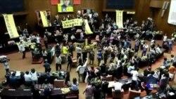 VOA连线:太阳花一周年,学运团体重回立法院