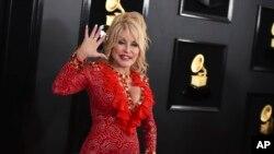 Dolly Parton saat menghadiri anugerah Grammy ke-61 di Staples Center, Los Angeles, 10 Februari 2019. (Foto: dok).