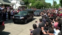 Boxing Great Ali Remembered Before Tens of Thousands
