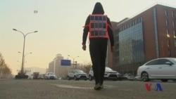 中国艺术家街头直播雾霾