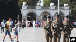 Почесна варта біля Могили невідомого солдата у Варшаві, де зосереджені церемонії 80-річчя вибуху Другої Світової війни 1 вересня 2019 р.