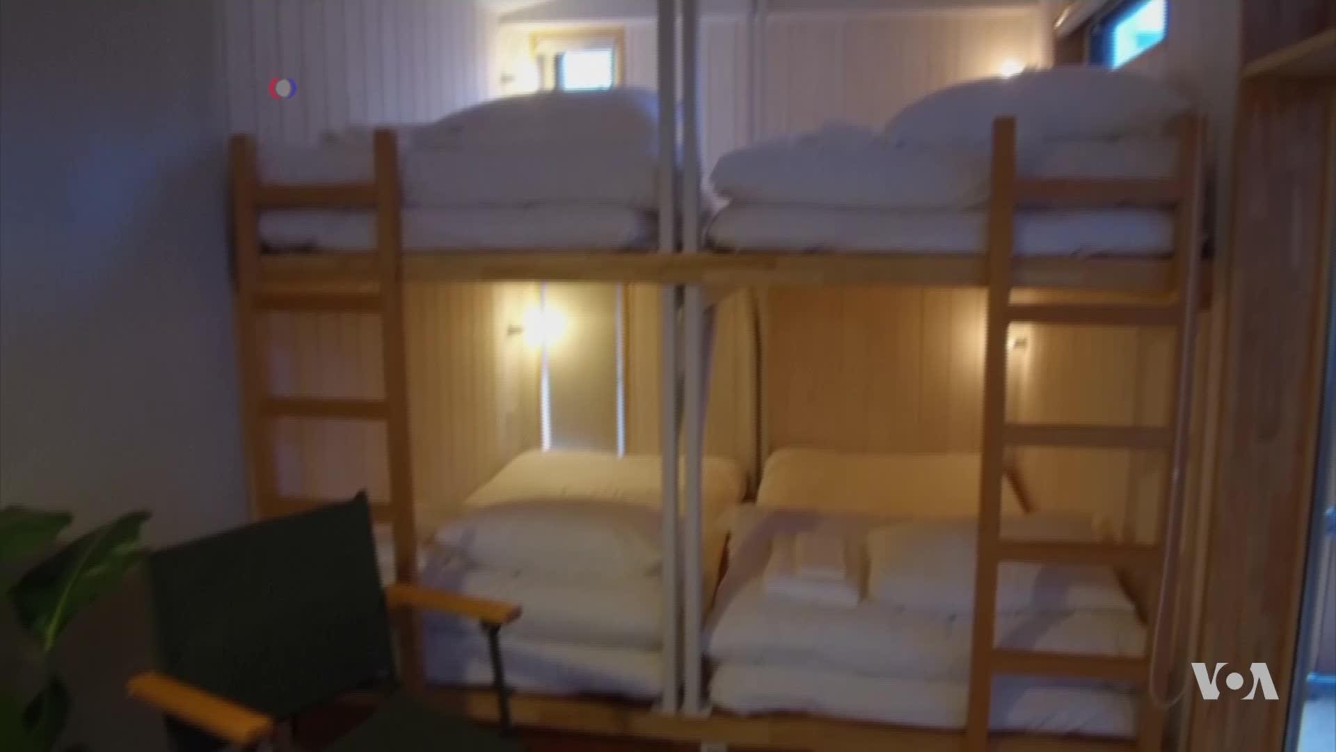 Tiny Noisy Rooms Draw Customers To Japan Hostel