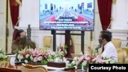 Presiden Jokowi wacanakan opsi penggabungan BUMN Pariwisata dan Penerbangan dalam Rapat Terbatas, di Istana Merdeka, Jakarta, Kamis (6/8) (Setpres RI).