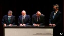 El opositor venezolano Gerardo Blyde, el diplomático noruego Dan Nylander, el presidente de la Asamblea Nacional venezolano, Jorge Rodríguez, y el canciller de México, Marcelo Ebrard, en la Ciudad de México, el 13 de agosto de 2021.