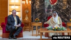 U.S. Secretary of State Mike Pompeo meets with Bahrain King Hamad bin Isa Al Khalifa during his visit to Manama, Bahrain, Aug. 26, 2020. (Bahrain News Agency/Handout via Reuters)