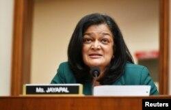 La representante Pramila Jayapal, (D-WA), habla durante una audiencia del Subcomité Judicial de la Cámara sobre Derecho Antimonopolio, Comercial y Administrativo en el Capitolio, en Washington, el 29 de julio de 2020.