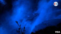Vista nocturna de las Cataratas del Niágara, el viernes 14 de mayo de 2021.