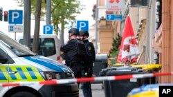 ماموران پلیس آلمان در اطراف کنیسه یهودیان در شهر «هاله» در شرق آلمان - ۱۷ مهر ۱۳۹۸