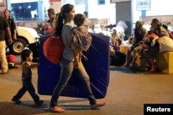 Miles de migrantes venezolanos, sobre todo residentes en Colombia y Brasil, han decido regresar a país tras perder sus empleos o verse afectados por los cierres debido al coronavirus.