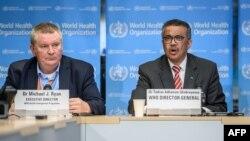 Генеральний директор ВООЗ Тедрос Адганом Ґебреєсус (праворуч) та голова програми надзвичайних ситуацій ВООЗ Майкл Раян на прес-конференції у штаб-квартирі організації у Женеві, Швейцарія.
