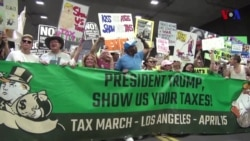 Manifestantes reclaman transparencia fiscal de Trump