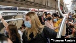 Pojašnjeno je da je od potvrđenih slučajeva delta soja građana prebačenih na bolničko liječenje, od 19. jula, njih 55,1% bilo nevakcinisano, dok je 34,9% primilo dvije doze vakcine protiv koroanvirusa. (Foto: Thomson Reuters)