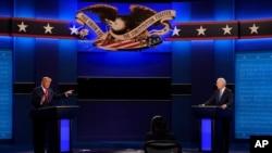 미국 공화당 대선 후보 도널드 트럼프 대통령과 민주당 후보 조 바이든 전 부통령이 지난 22일 테네시주 내슈빌의 벨몬트 대학에서 마지막 TV토론을 했다.