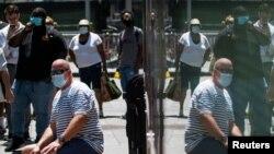 TƯ LIỆU - Người dân đeo khẩu trang để ngăn chặn sự lây lan của virus corona, ở Thành phố New York, ngày 30 tháng 7, 2021.