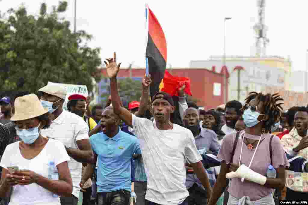 Manifestantes protestam contra o aumento do custo de vida, a corrupção em todo o país e exigem a realização de eleições locais