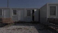 """Гласот на Америка во транспортниот центар """"Винојуг"""": На клупа со Рахиб, бегалец од Пакистан"""