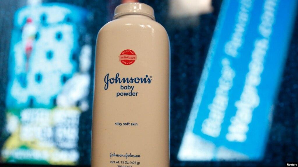 Một sản phẩm của công ty Johnson & Johnson được trưng bày tại New York, ngày 24/2/2016.