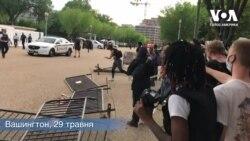 Протестувальники у столиці США повалили паркан поблизу Білого дому. Відео