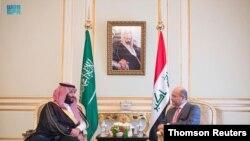 사우디아라비아를 방문한 이라크의 무스타파 알카드히미 총리(오른쪽)가 지난 31일 리야드에서 무함마드 빈살만 왕세와 만났다.