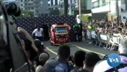Usain Bolt fait la course contre un moto-taxi à Lima